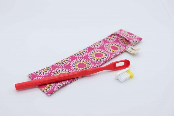 l'indispensable de l'apprenti zéro déchet : la brosse à dents à tête rechargeable