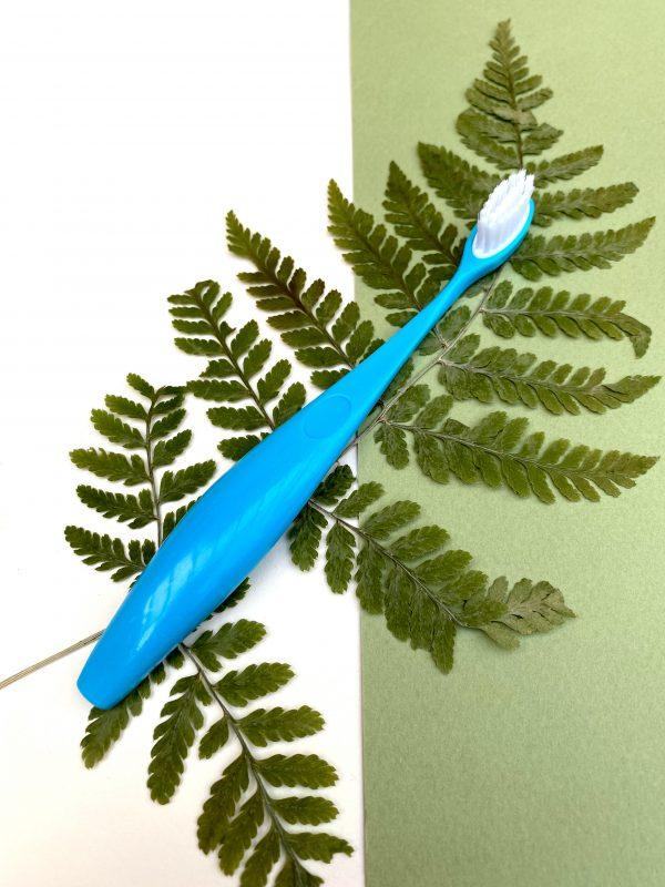brosse à dents enfant bleue